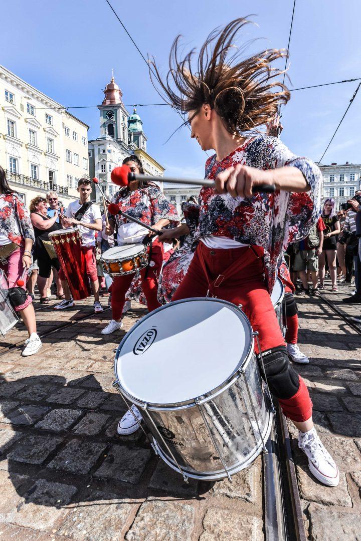 Samba Umzug am Hauptplatz Linz